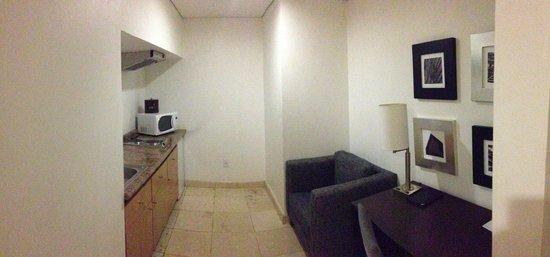 PF Suites: Cocina/ Sala de Trabajo