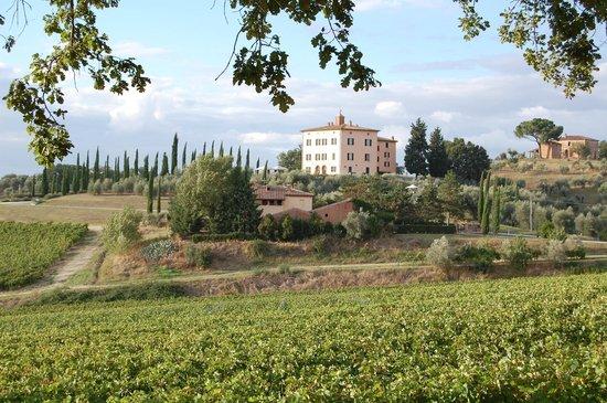 Relais Villa Grazianella - Fattoria del Cerro: view across the valley of the Villa