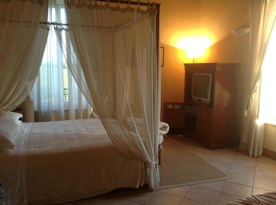 Relais Villa Grazianella - Fattoria del Cerro : view of the room