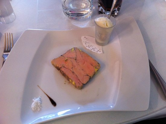 L'Envigne: Foie gras au quatre épice avec crème glacée à l'oignon