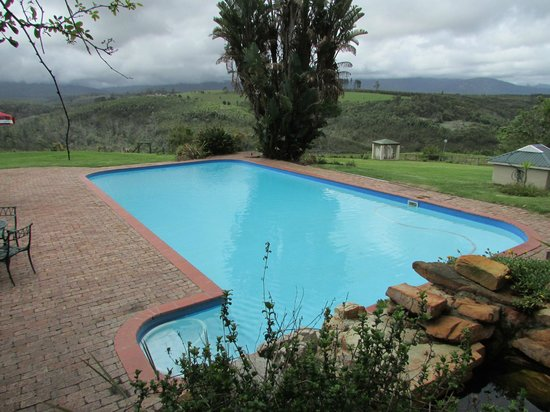 Far Hills Country Hotel: A beautiful pool with an amazing view