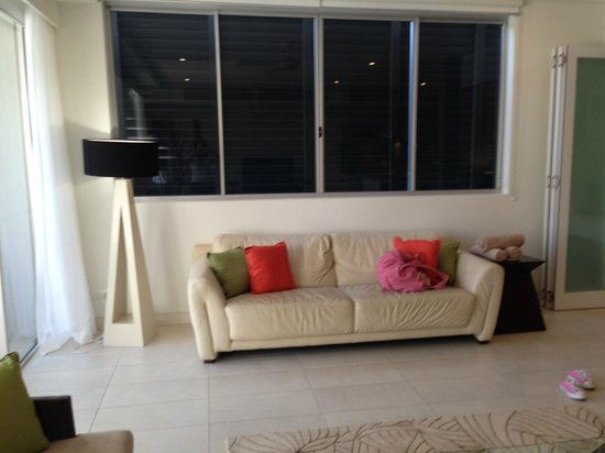 Coconut Grove Apartments: Lounge Coconut GV