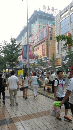 Starway Boutique Tianan Rega Hotel: пешеходная улица