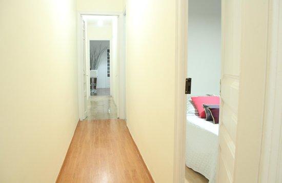 Awa Barcelona Central Hostel: room4-hall