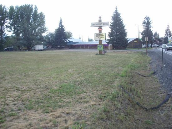 Long Valley Motel: Beautiful summer festival day
