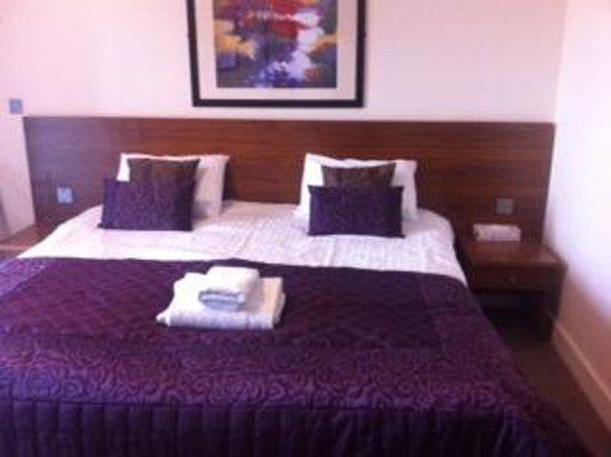 Boston West Hotel: Bedroom
