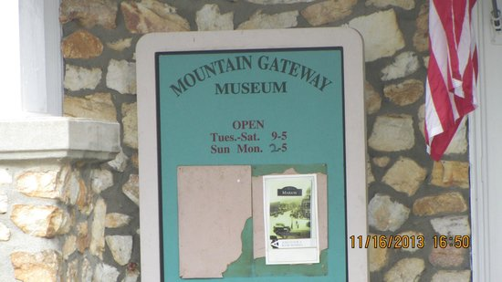 Old Fort Monument: Mountain Gateway Museum