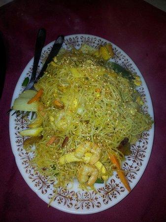 Chung Wa Chinese Restaurant : Singapore noodles