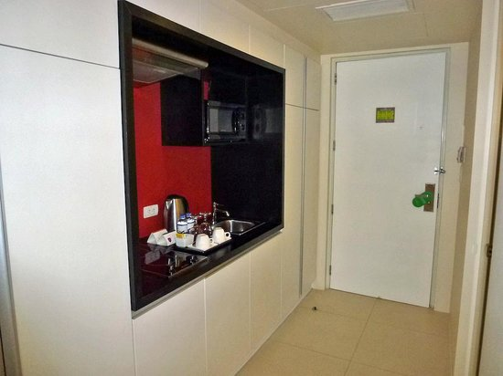 The Picasso Boutique Serviced Residences: Kitchenette