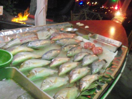 Moonwalk Lanta Resort : морепродукты на пляже