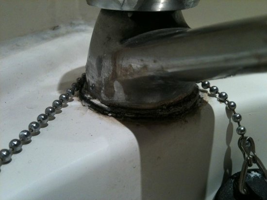 Gresham Hotel: tap never cleaned I guess!