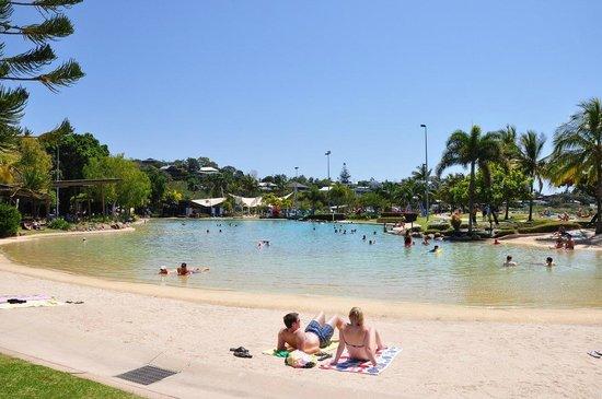Airlie Beach YHA: городской бассейн
