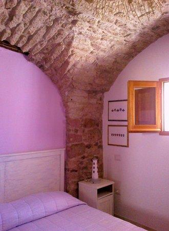 Blu B&B Bosa: interno camera rosa