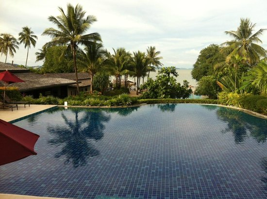 The Village Coconut Island Beach Resort : View from the top pool