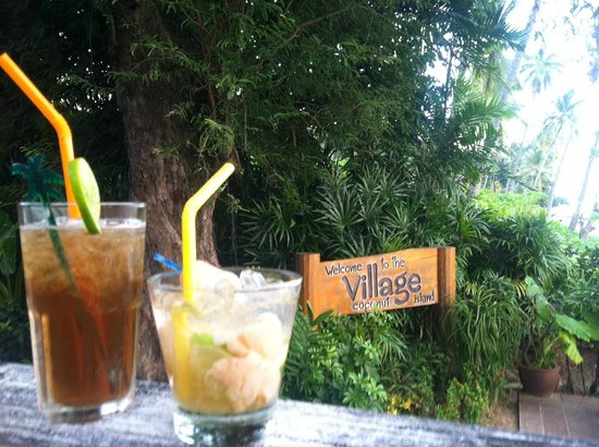 The Village Coconut Island Beach Resort: Cocktails at Happy Hour!