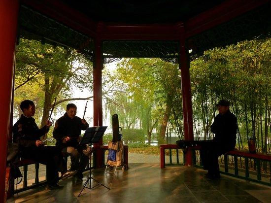 Shangri-La Hotel, Beijing: Purple Bamboo Park- 10 min walk from hotel