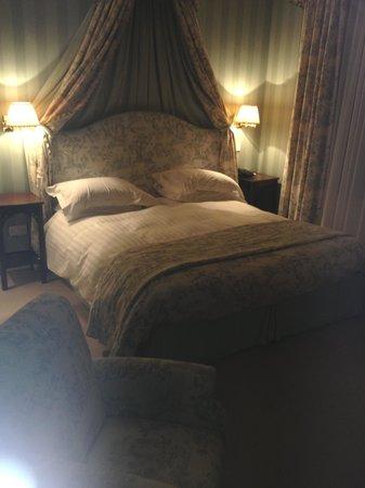 The Grange Hotel: Huge comfy bed