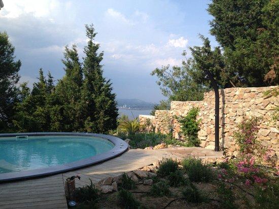 La Singuliere : La piscine avec vue sur l'étang de Thau & la Méditerranée