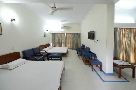 Neelkanthi Yatri Niwas: Room/suite