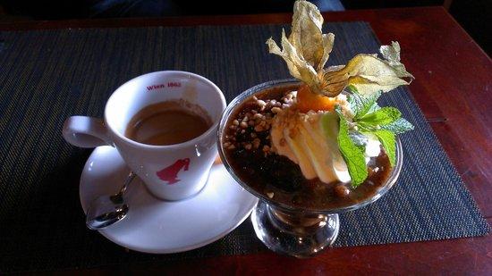 Piejura: Хлебный суп со взбитыми сливками,орехами и сухофруктами/ Bread soup with whipped cream, nuts and