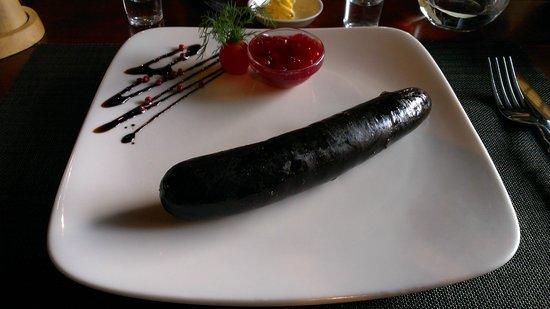 Piejura: Кровяная колбаса с брусничным соусом / Black pudding with cranberry sauce