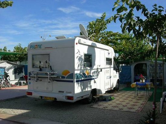 Parcelas fotograf a de camping el jardin campello for Camping el jardin