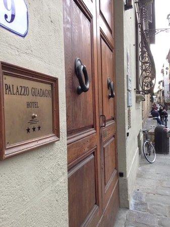 Hotel Palazzo Guadagni: Entrance to Hotel.