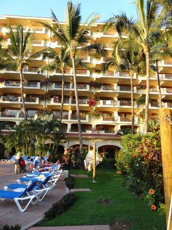 Costa Sur Resort & Spa: возле бассейна