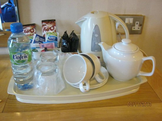 The Ayrlington : hospitality tray in room