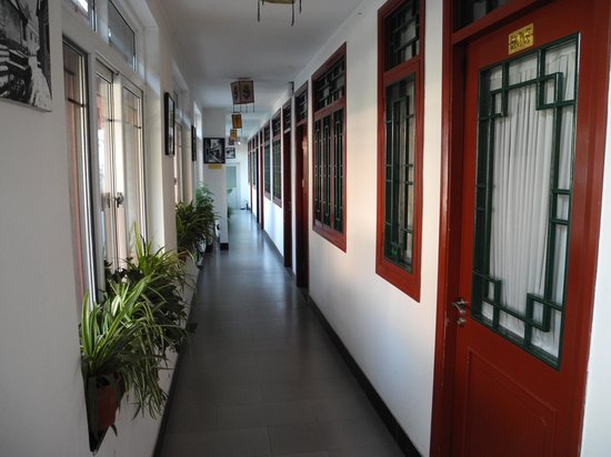 Red Lantern House : The corridor with bedroom doors facing