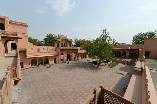Raja Nahar Singh Palace: 5