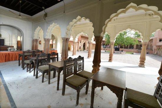 Raja Nahar Singh Palace: 2