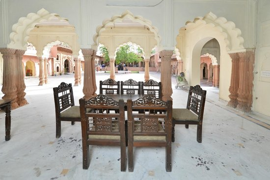 Raja Nahar Singh Palace: 13