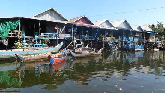 Angkor Tour Guide Day Tours : Pueblo flotante