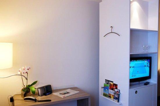 Hotel Schweizer Hof: Modernes Raumkonzept mit Drehschrank