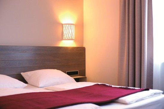 Hotel Schweizer Hof: Eine Flasche Mineralwasser, W-LAN, Tram Ticket und die Vital Lounge sind im Preis inklusive