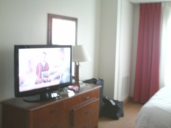 Residence Inn Orlando at SeaWorld: TV in room 2