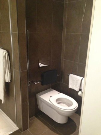 Novotel Leeds Centre : toilet area