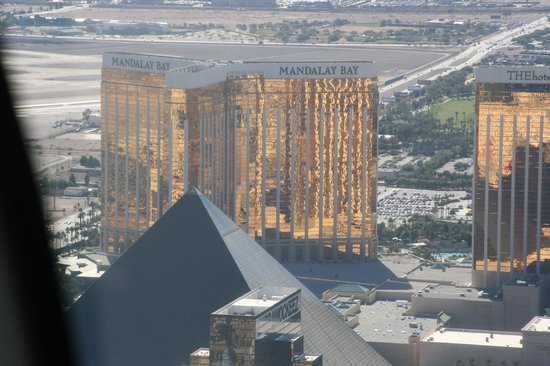 Four Seasons Hotel Las Vegas : Hotelkomplekset set fra helikopter