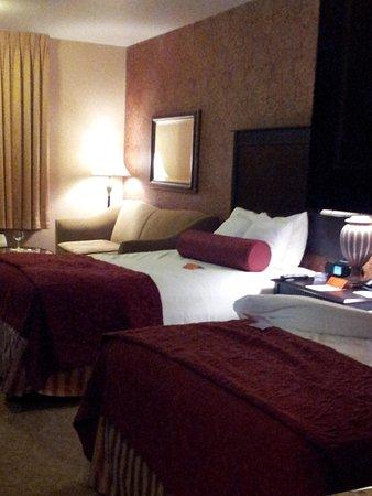 Oxford Suites Boise: Get comfy cozy... super comfy beds
