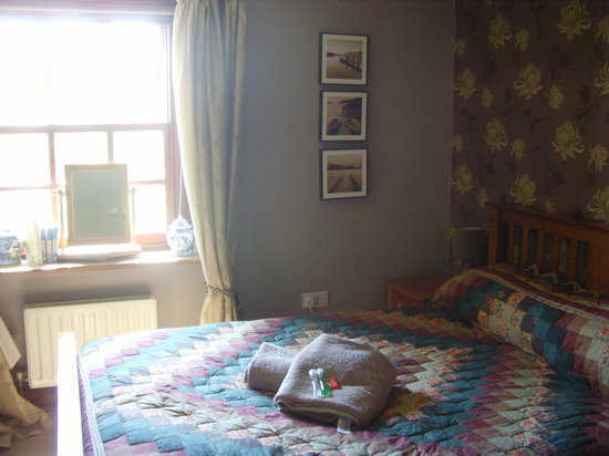 Coombe Keynes, UK: Smaller double room (shared bathroom)
