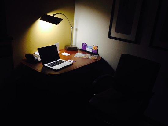 Hyatt Place OKC Airport: Nice desk area