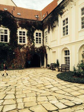 Pachtuv Palace : Cour