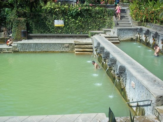 Banjar Hot Springs: Main pool