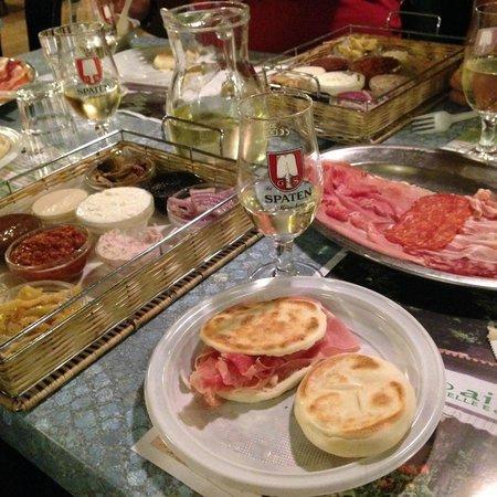 Chiosco Ai Pini : Tantissime farciture dolci e salate per tigelle e crescentine
