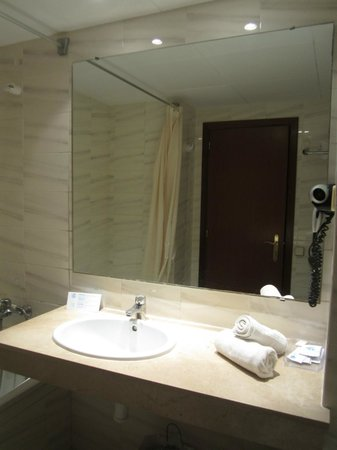 Eurosalou Hotel: Ванная