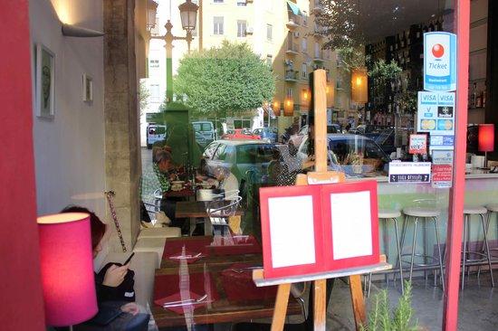 Photo of Restaurant Lamaldo at Calle Literato Azorin 17, Valencia 46006, Spain
