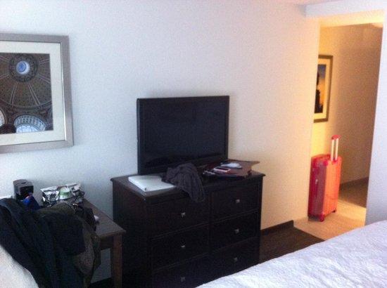 Hampton Inn Washington, D.C./White House : La stanza è ampia e la TV è eccezionale