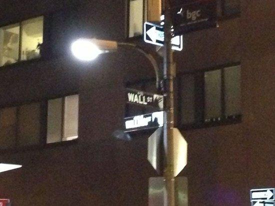 New York Stock Exchange: По Маяковскому..Улица.. Фонари