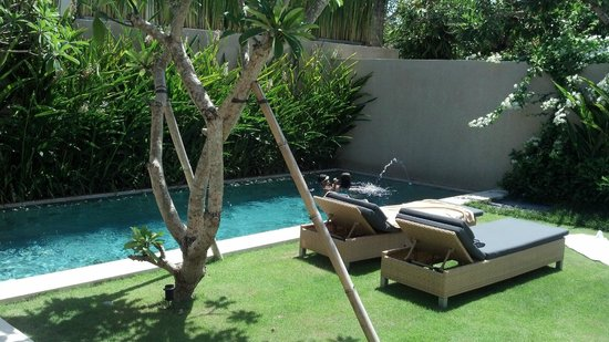 Uma Sapna : pool (was nice to turn off the water jet sometimes)